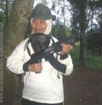 wanita pun tak mau kalah menenteng Kalashnikov