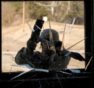 Aksi memecahkan jendela di fasilitas MOUT
