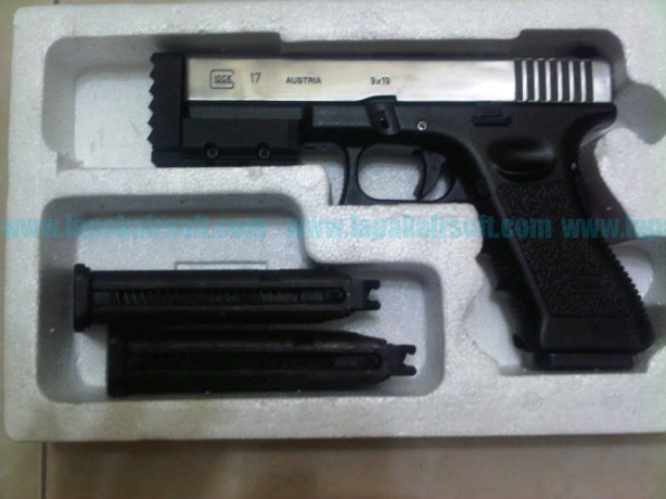 Glock 17 ACM Custom with 3 magazines