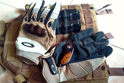 glove oakley tan