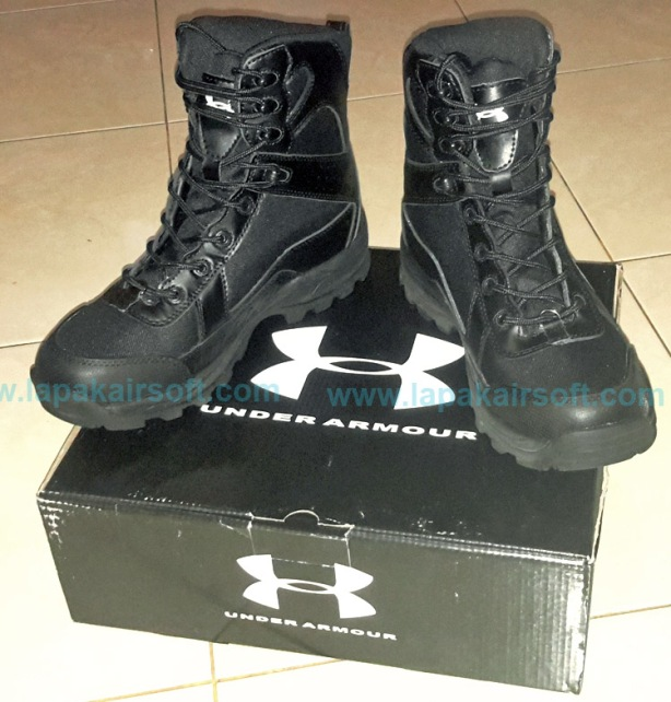 Under Armour boots black