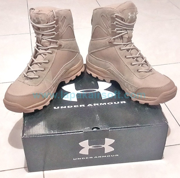 Under Armour boots tan