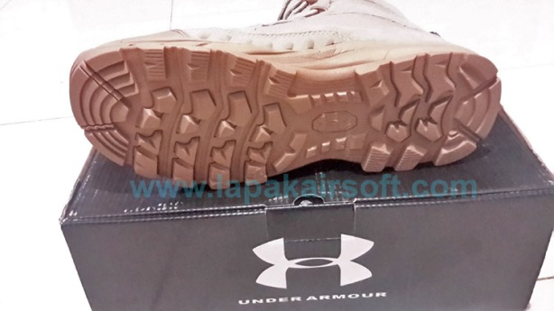Under Armour boots tan2